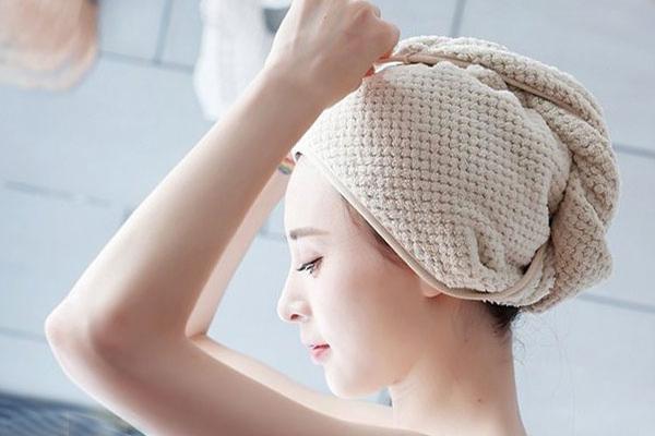 Ủ tóc giúp tóc bị cháy nắng được nuôi dưỡng tốt hơn
