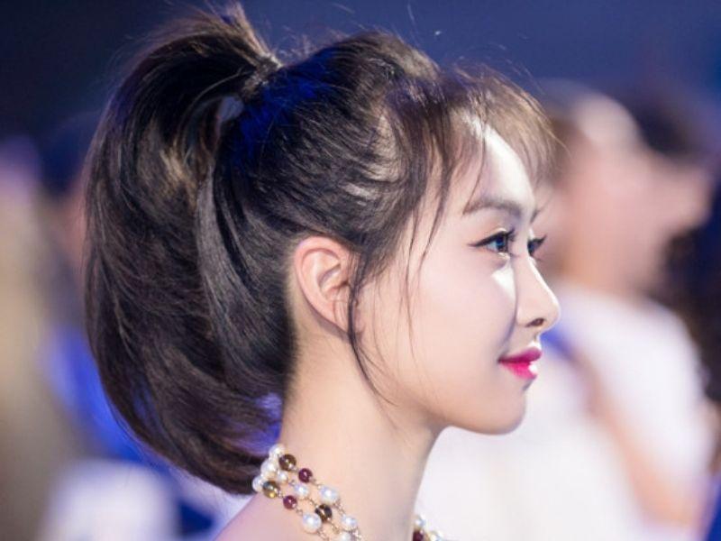 Cách cột tóc cao phồng