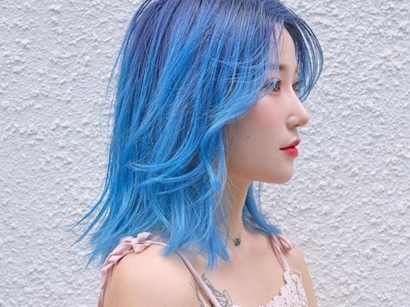 Tone nhuộm xanh dương cho mái tóc thêm nổi bật trẻ trung