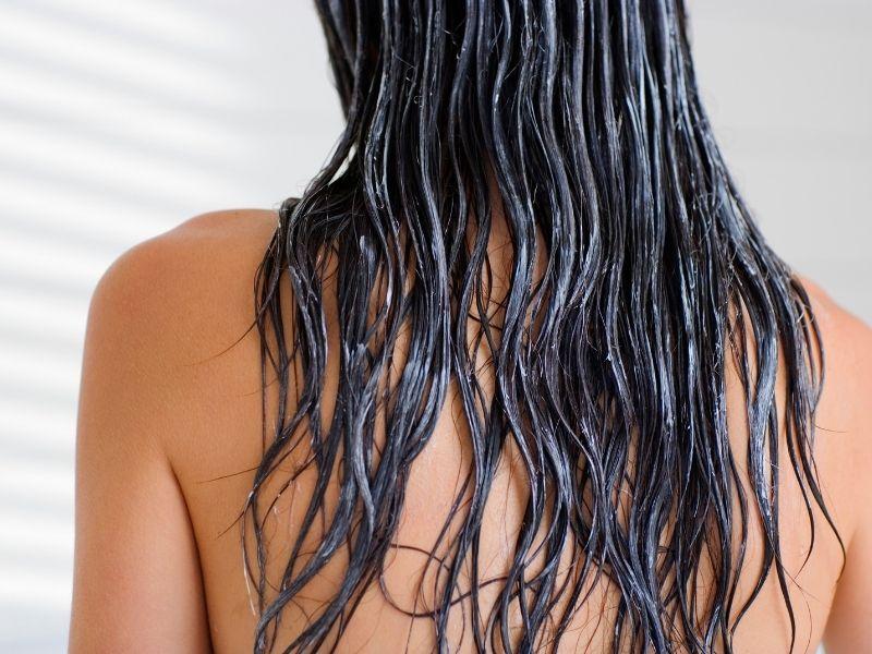 Dầu xả giúp tóc mềm mại tự nhiên hơn rất nhiều