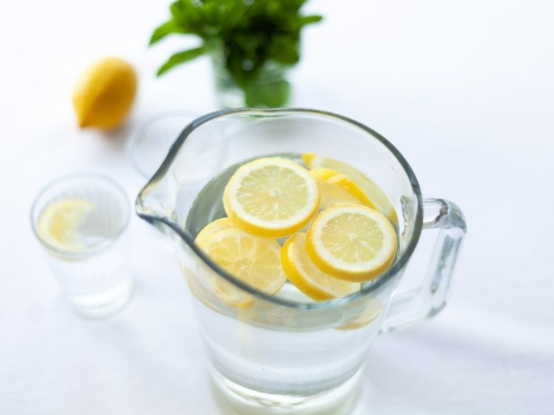 Hãy uống nước để tóc sớm phục hồi