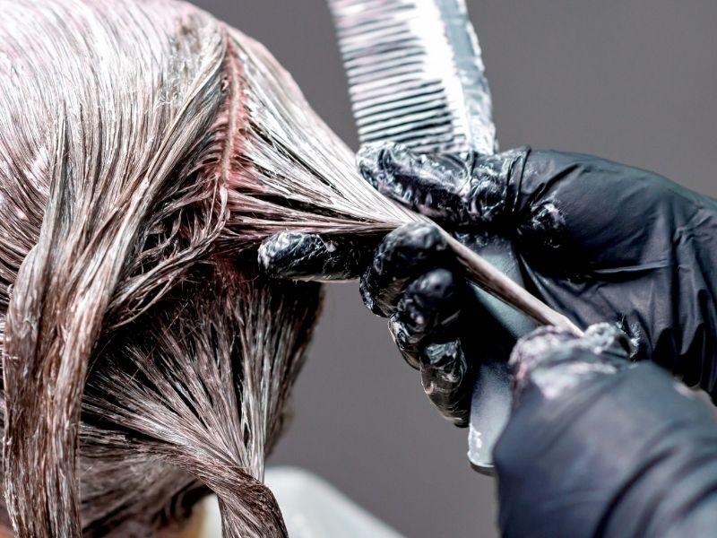 Tóc sau tẩy luôn cần phải gội rửa thật sạch