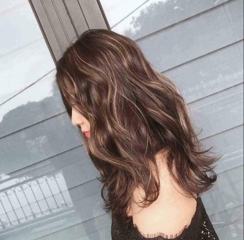 Tạo dấu ấn khó phai với tóc màu nâu tây nhấn nhá highlight